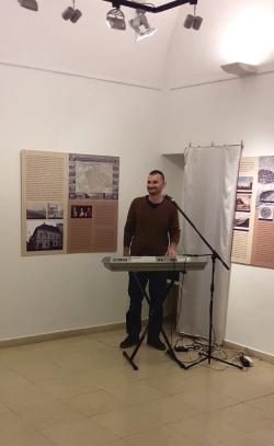 Tamás Baranyi performs Attila József